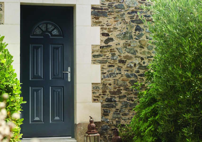 photo d'illustration d'une porte d'netrée neuve menuisée mixte aluminium PVC