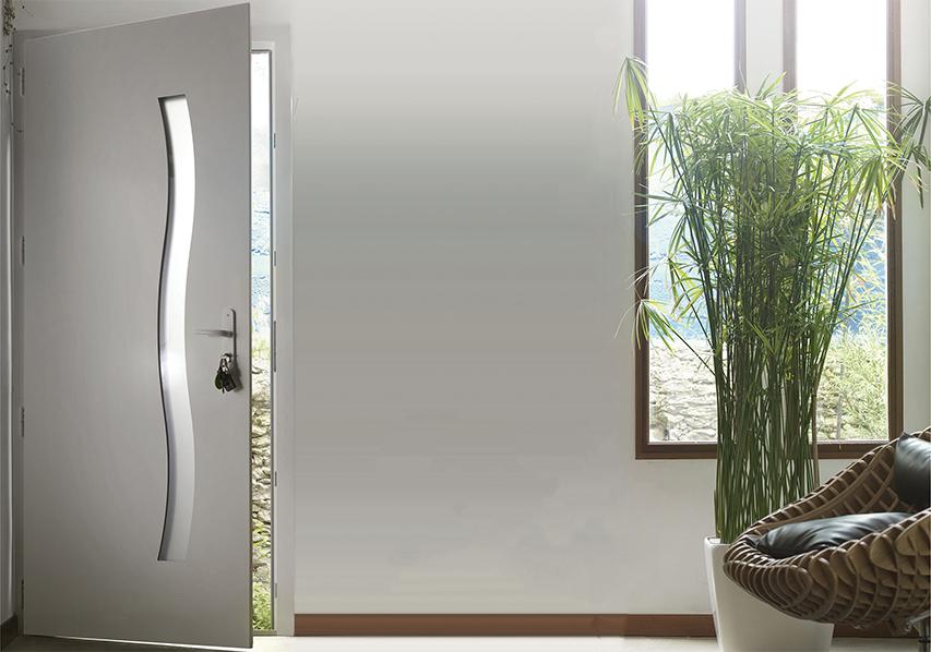 photo d'illustration d'une porte d'entrée PVC pricéA, vue intérieurre d'une maison d'architecte